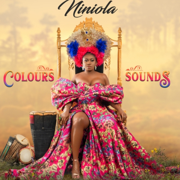 NINIOLA TAKES AFRO-HOUSE WORLDWIDE WITH COLOURS AND SOUNDS