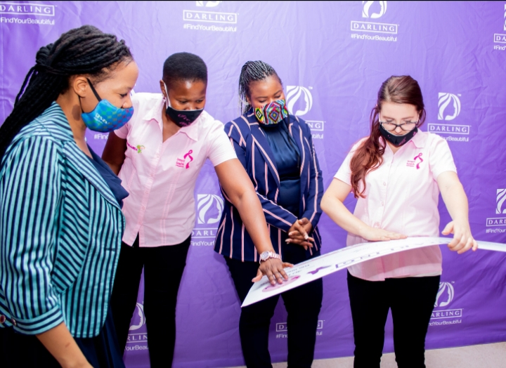 Darling Hair donates wigs and hands over R15 000 to The Breast Health Foundation!